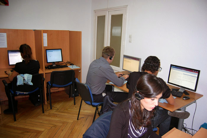 Some alumns learning into language lab